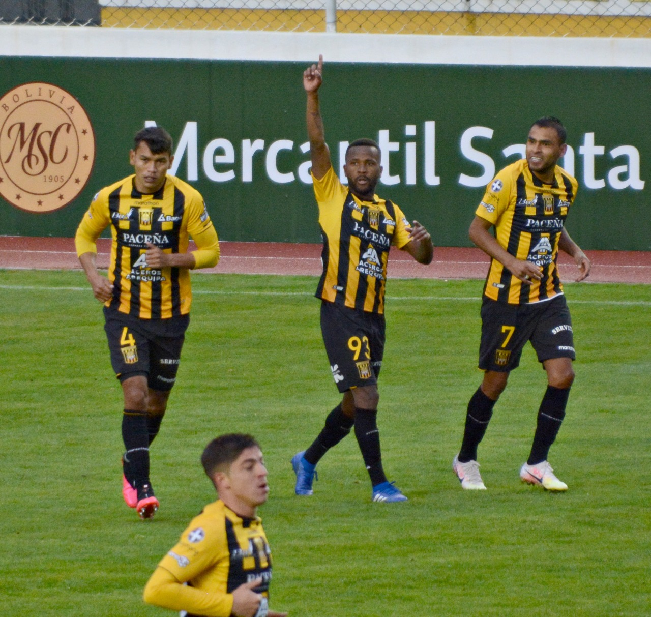 The Strongest gana 5-2 a Oriente