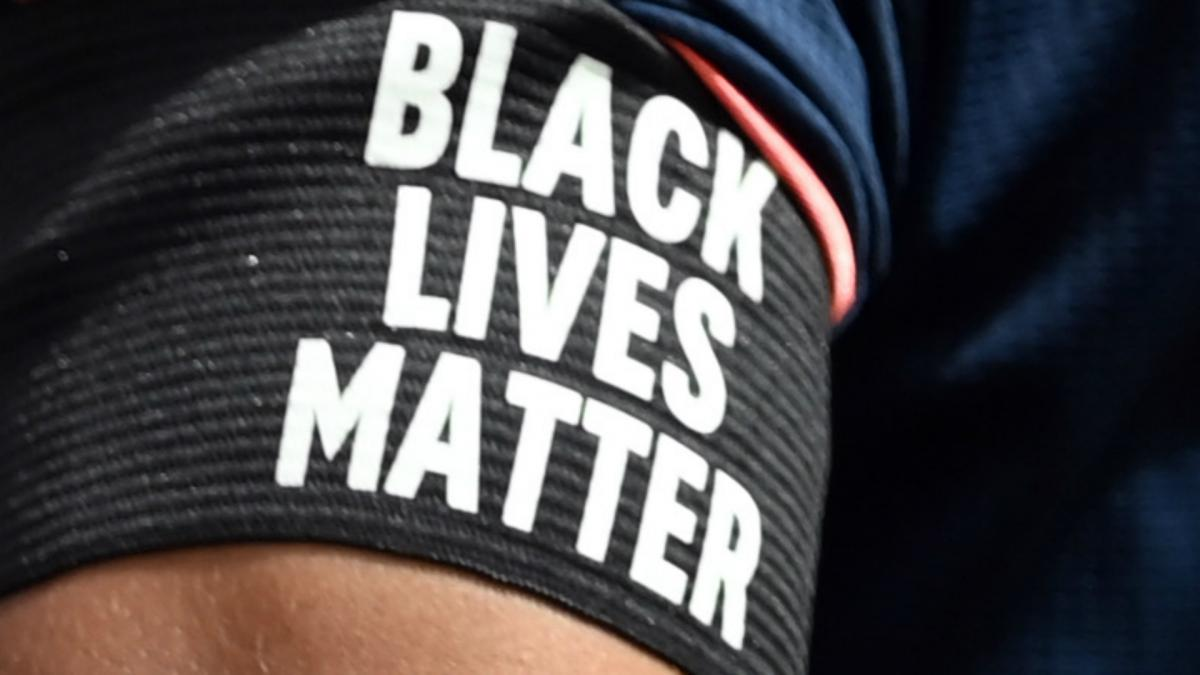 Black Lives Matter estará escrito en camisetas en regreso de Premier League