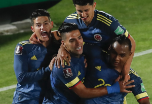 Colombia roba un empate a Chile en el final del duelo por las Eliminatorias de Catar 2022