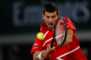 Djokovic inclina a Tsitsipas en cinco sets y disputará final de Roland Garros contra Nadal